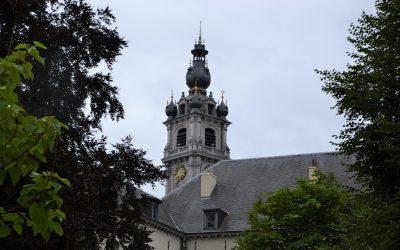 Au pied du beffroi, notre étape à Mons (Belgique)